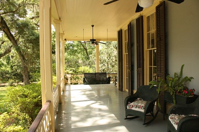 A clean porch free of pests.